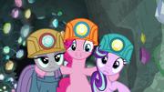 Pinkie aparece entre Starlight y Maud otra vez T7E4