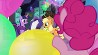Pinkie watches her friend while hidden S5E11