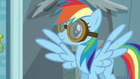 Rainbow Dash puts her goggles on S6E7