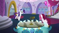 Rarity welcomes Fashionable Pony to Canterlot Carousel S5E14