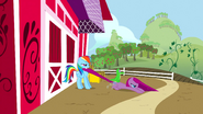 S01E25 RD przyciąga Pinkie na farmę