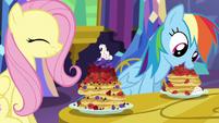 S05E03 Przyjaciółki jedzą naleśniki
