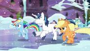 S06E02 Rainbow dołącza do biegnących kucyków