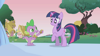 Spike offering Twilight a baked bad S1E04