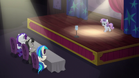 Sweetie Belle on stage S5E4