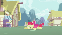 Apple Bloom falls to the ground S2E06