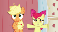 Apple Bloom lays down on Applejack's bed S3E08