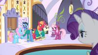 Cheerilee talking to the Ponytones S4E14