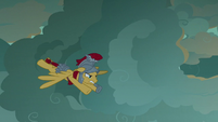 Flash Magnus flying toward the dragons S7E16