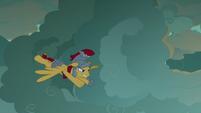Flash Magnus flying toward the dragons S7E16