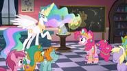 K18 Pinkie Pie ubrana w różne klejnoty