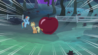 Rainbow and Applejack dramatic zoom S4E07