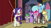 Rarity notices her friends behind her S8E4