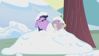 Snow covered Spike and Twilight S1E11