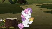 Sweetie Belle eating apple pie S8E10