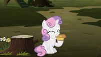 Sweetie Belle eating apple pie S8E10