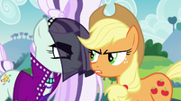 Applejack --can't see when somepony's usin' her-- S5E24