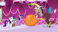 Discord pulls out stalk from orange Fluttershy S5E22