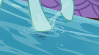 Ocellus stepping in the shallow stream S8E9