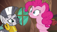 Pinkie Pie curling her neck S7E19