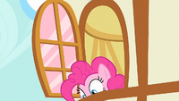 Pinkie Pie looks down S1E25