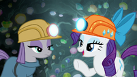 Rarity congratulates Maud on her rocktorate S7E4