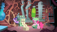 S01E15 Laboratorium Twilight