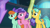 Students watch the Young Six glow S8E26