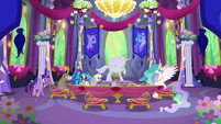 Twilight backing out of the party S6E6