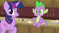 Twilight hears Applejack greet S2E25