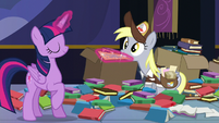 Twilight tries to take the letter from Derpy S6E25