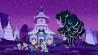 Carousel Boutique exterior on Nightmare Night S5E21