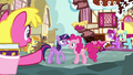Cherry Berry pointing at Pinkie Pie S7E14.png