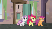 Cutie Mark Crusaders backing out of the bakery S7E8