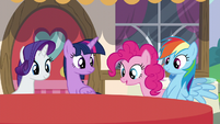 Main ponies watch the tablecloth change color S5E22