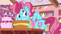 Mrs. Cake pointing at her cutie mark S7E13