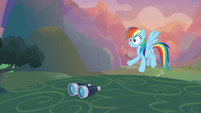 Rainbow Dash sees Wonderbolts fly off S9E26