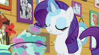 Rarity eating a bowl mint S7E6