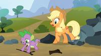 Spike saves Applejack 9 S3E09