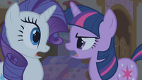 "Twilight and Rarity ""what she was born with"" S1E09"