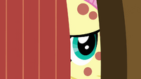 Fluttershy opens the door S2E22