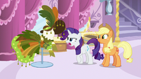"""Rarity calls her new design """"absolutely terrible!"""" S7E9"""