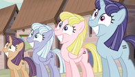 Row of smiling mares S5E01