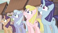 Row of smiling mares S5E01