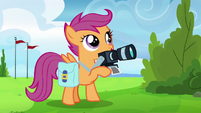 Scootaloo taking Rainbow Dash's reaction picture S7E7