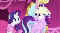 Starlight wearing a hat that doesn't fit S6E6