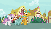 Sweetie Belle talking to Snips and Snails S8E10