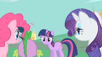 Twilight wonders how they will get to the gala S1E26