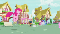 Pinkie Pie hopping up to Newspaper Pony S7E18