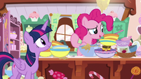 Pinkie Pie looking for more ingredients S7E23